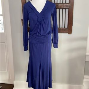 B WITH G NAVY VNECK TOP WITH SKIRT SIZE MEDIUM